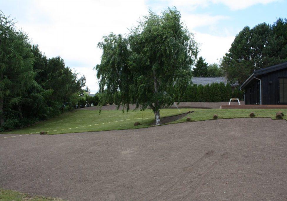 Tisvildeleje, færdiggræs udlægges og vanding (19)